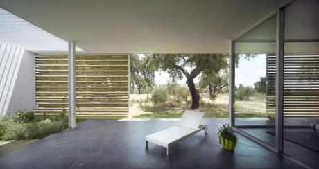 Дом в дубовой роще (House in an Oak Grove) в Испании от Murado & Elvira Arquitectos.