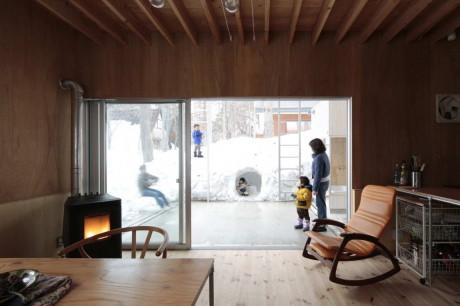Вилла в Хакуба (Villa in Hakuba) в Японии от Naka Architects.