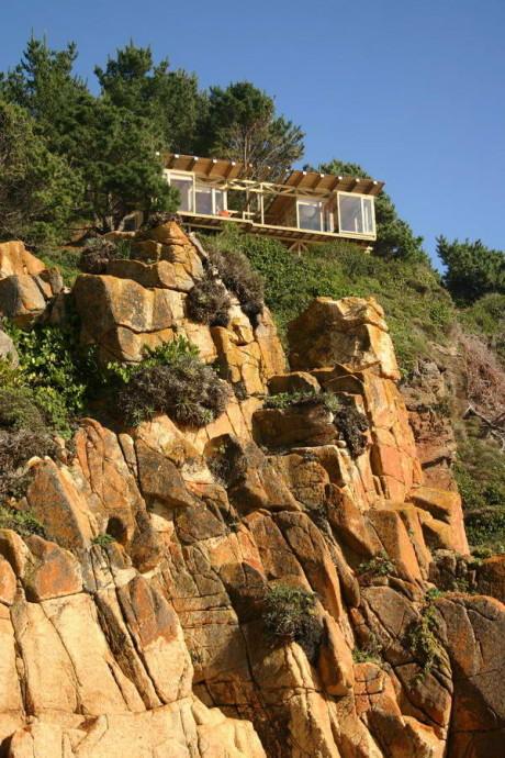 Дача на скале у океана в Чили