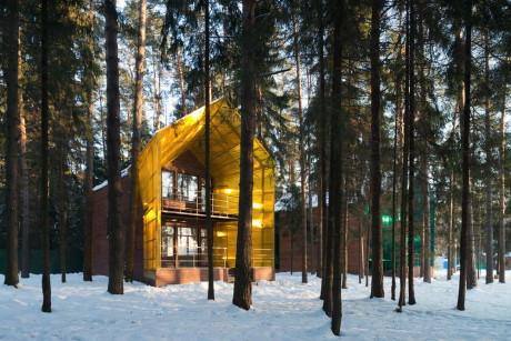 """Дом """"Светлячок"""" (Glowworm House) в России от архитектурной мастерской Тотана Кузембаева."""