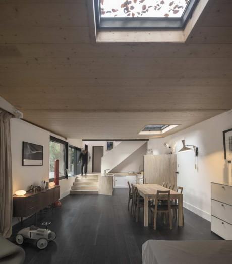 Чёрный деревянный дом (Black Wood House) во Франции от Marchi Architects.