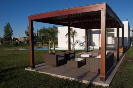 Дом Пуэрто Рольдан (DT Puerto Roldan House) в Аргентине от VismaraCorsi Arquitectos.