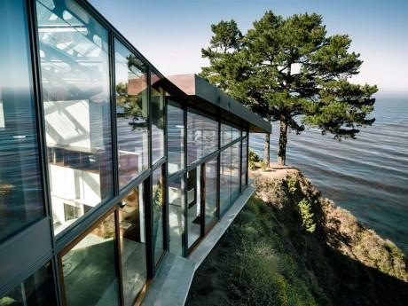 Дом на склоне у океана в США