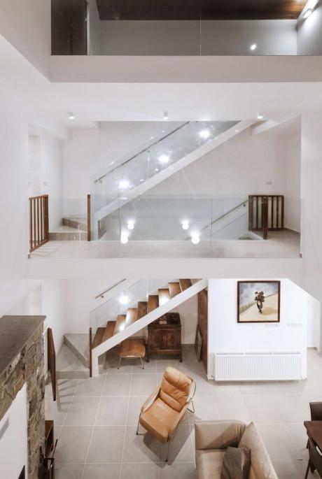Дом с деревянной кожей (House with a wooden skin) на Кипре от VARDAstudio.