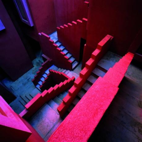 Красная Стена (La Muralla Roja) в Испании от Ricardo Bofill.
