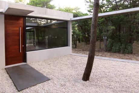 Дом Курукура (Casa Curucura) в Аргентине от Unoencinco Arquitectos.