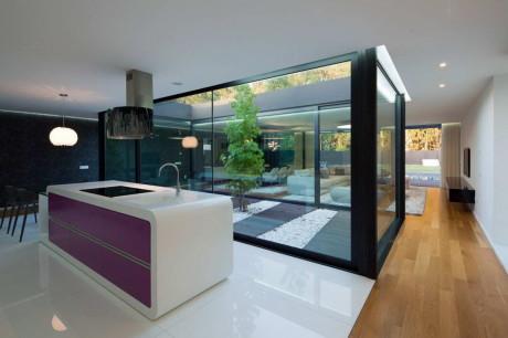 Дом Фабиу Коэнтрау (Fabio Coentrao House) в Португалии от Antonio Fernandez Architects.