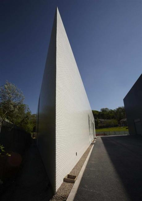 Формальдегидный дом (Formaldehyde House) в Англии от Damien Hirst.