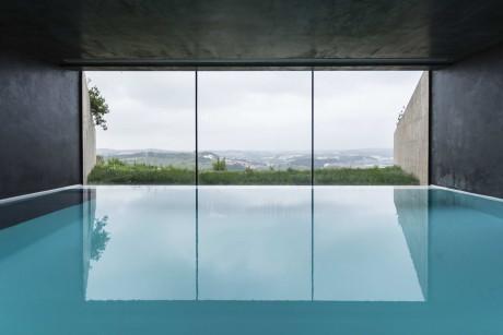 Дом Varatojo (Casa Varatojo) в Португалии от Atelier Data.