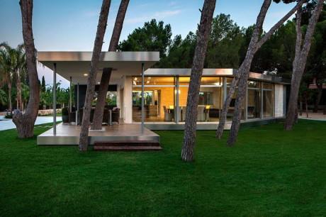 Павильон в сосновом лесу (Pine Forest Pavilion) в Испании от E2B Arquitectos.