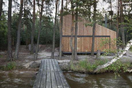 Деревянная дача у озера в Чехии