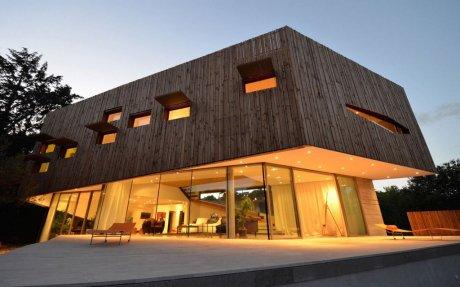 Спиральный деревянный дом во Франции