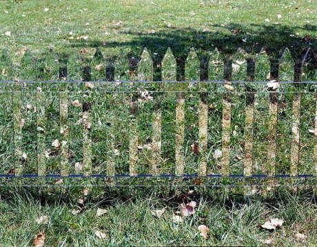 Зеркальный забор (Mirror Fence) в США, от Alyson Shotz.