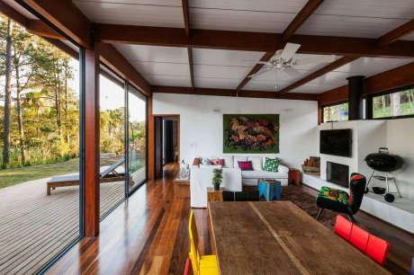 Резиденция ОЗ (Residencia OZ) в Бразилии от Andrade Morettin Arquitetos Associados.