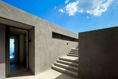 Дом на острове Кея (House in Kea) в Греции от Marina Stassinopoulos и Konstantios Daskalakis.