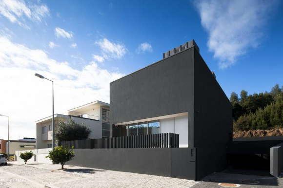 Чёрный дом в Португалии