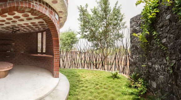 Кирпичный Дом (Brick House) в Индии от iSTUDIO Architecture.