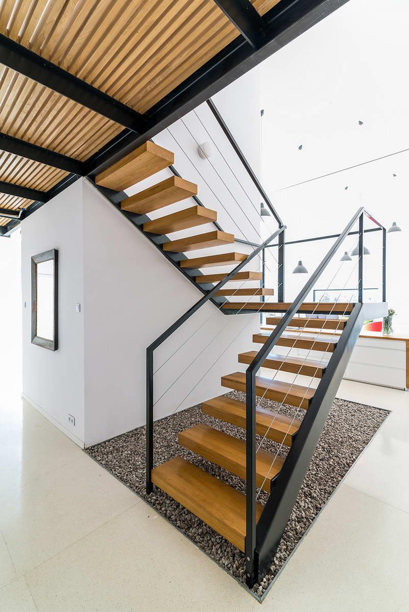 Лестница в гараже на второй этаж фото