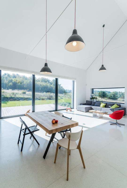 Дом в ландшафте (House in the Landscape) в Польше от Kropka Studio.