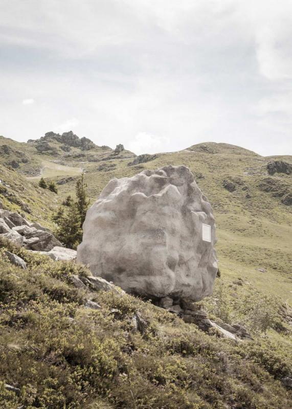 Дом-камень в Швейцарии