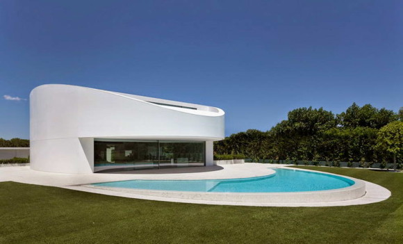 Овальный дом в Испании