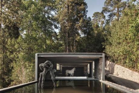 Дом с конюшней в Мексике
