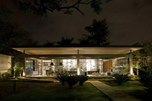 Стеклянный дом в Бразилии