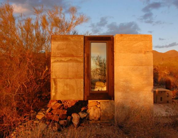 Домик в пустыне в США
