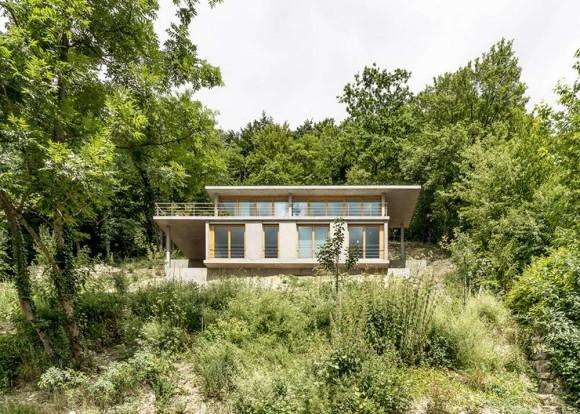 Дом на склоне холма (Wohnhaus am hang) в Германии от Gian Salis.