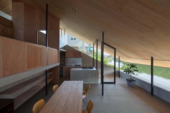 Дом на берегу в Японии
