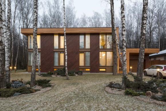 Дом в Подмосковье (House in the Moscow region) в России от Александра Жидкова.