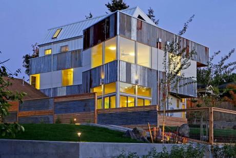 Дом с нулевым потреблением энергии (Net Zero Reclaimed Modern Home) в США, от Dwell Development.