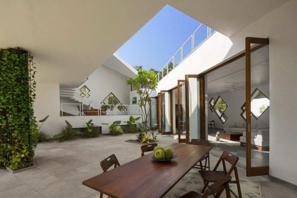 Дом с двором в Индии