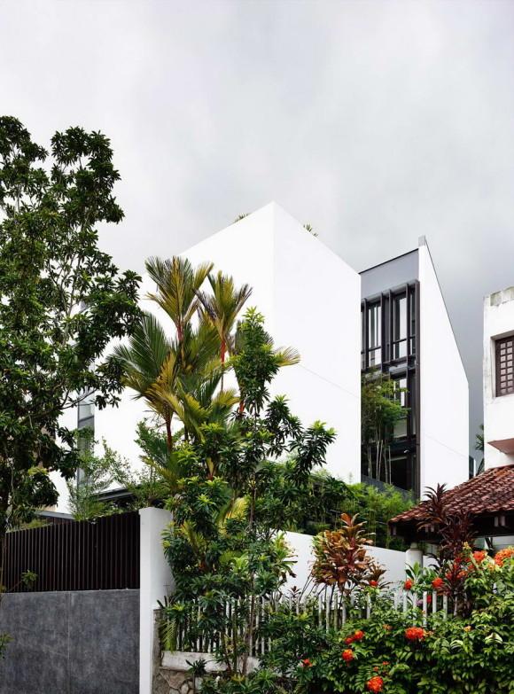 Городской дом с двором в Сингапуре