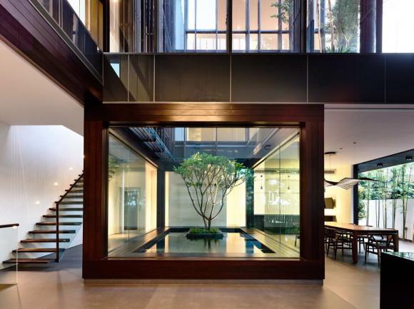 Дом с вертикальным двором (Vertical Court) в Сингапуре от HYLA Architects.