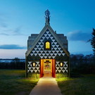 Дом Эссекс (House for Essex) в США от FAT Architecture и Grayson Perry.