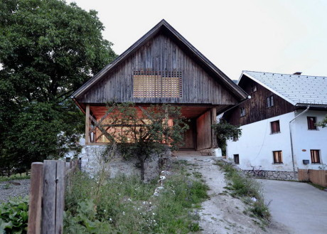Апартамент в сарае (Alpine Barn Apartment) в Словении от OFIS Arhitekti.