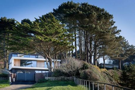 Дом на берегу во Франции
