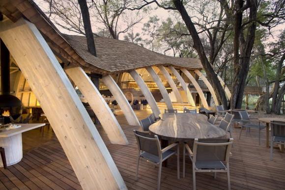 Сафари-отель (Safari Lodge) в Ботсване от Nicholas Plewman Architects.