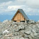 Приют Luca Vuerich (Acampamento Luca Vuerich) в Италии от Giovanni Pesamosca Architetto.