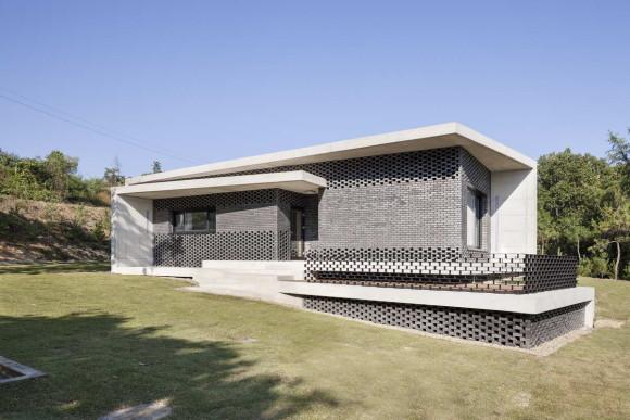House in Gyopyeong-Ri 10