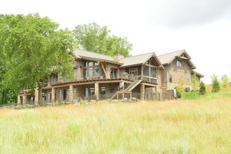 Три роскошных современных деревянных дома.