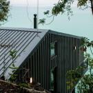 Лесная дача у озера в Чили