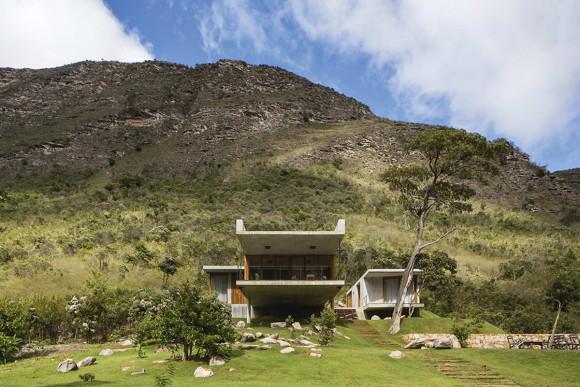 Бетонный дом с консолью в Бразилии
