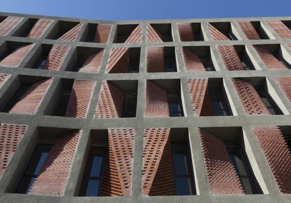Дом с кирпичным фасадом в Иране