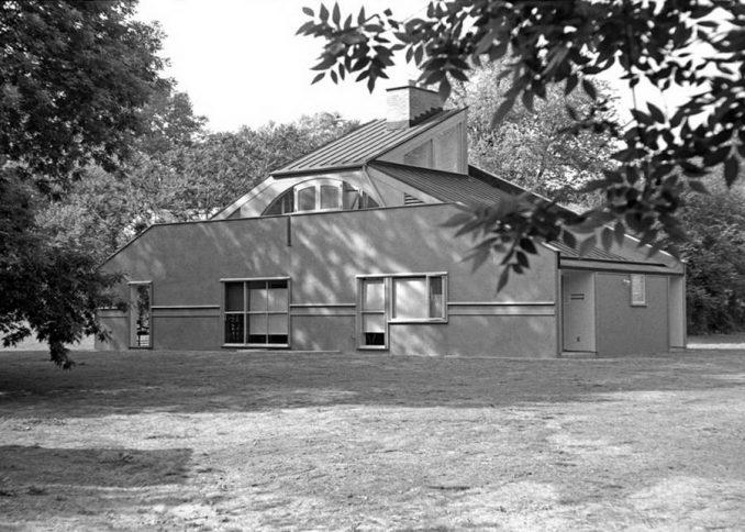 Дом Ванна Вентури (Vanna Venturi House) в США от Robert Venturi.