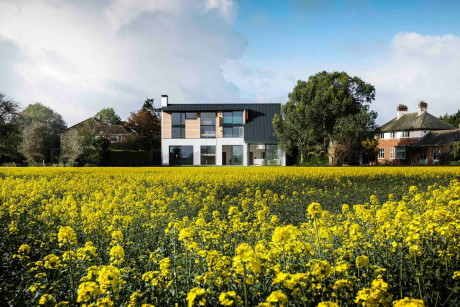 Дом у поля в Англии