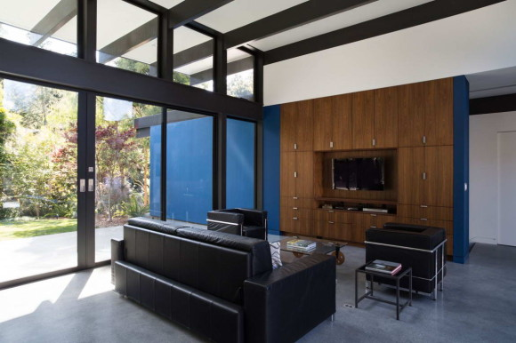 Modern Atrium House 13