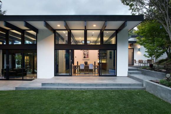 Modern Atrium House 6