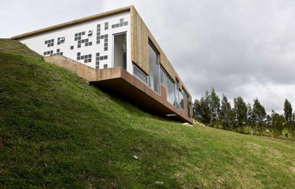 Дом на склоне в Колумбии